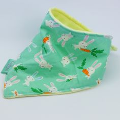 These lovely hungry rabbits are perfect on this super soft dribble bib :) New Parents, New Moms, Good Color Combinations, Bib Pattern, Dribble Bibs, Bandana Bib, Baby Safe, Baby Grows, Rabbits
