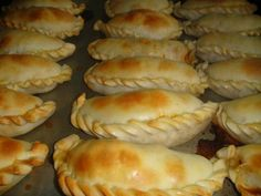 Discover recipes, home ideas, style inspiration and other ideas to try. Gourmet Recipes, Mexican Food Recipes, Cooking Recipes, Dim Sum, Argentine Recipes, Argentina Food, Empanadas Recipe, Empanadas Queso, International Recipes