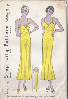 Semplicità rara modello 1404 1937-1938 - Lingerie Slip donna Busto 36 di EnhancementsCostume su Etsy https://www.etsy.com/it/listing/208764734/semplicita-rara-modello-1404-1937-1938