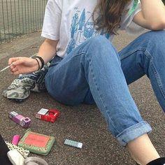 BRUNETTE SMOKING CIGS