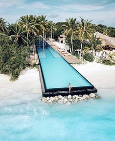 This is the longest infinity pool in all of Maldives. This year I plan on going Island hopping in Maldives and take some time to explorer… Beautiful Places To Travel, Cool Places To Visit, Places To Go, Wonderful Places, Romantic Travel, Beautiful Vacation Spots, Dream Vacation Spots, Romantic Vacations, Vacation Places