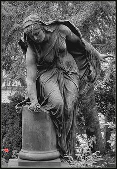 Grieving woman/trauernde Frau... Alter Friedhof (Old Cemetery) in Darmstadt, Germany. by xollob58, via Flickr
