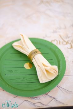 The 4th of July has come and gone--fireworks watched, burgers eaten, sparklers all used--and it's time to turn back to the last of the Hobbit party tutorials! One (Napkin) Ring to Rule Them All! (Or a set of 8, whatever works for you.)