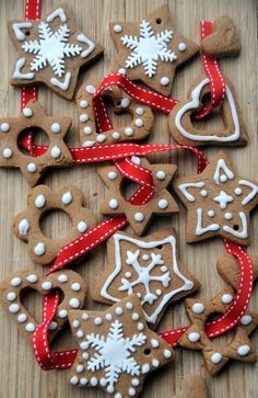 This recipe is for Pierniczki, which are polish Christmas cookies. Made with gingerbread and decorated in frosting, they are perfect for the holidays! Christmas Gingerbread, Noel Christmas, Christmas Treats, Christmas Baking, Christmas Tree Decorations, Gingerbread Cookies, Christmas Cookies, Christmas Ornaments, Glass Ornaments