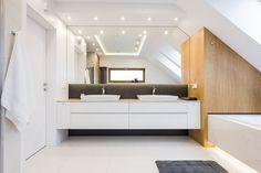 Łazienka z wanną i prysznicem - poddasze - Architektura, wnętrza, technologia, design - HomeSquare