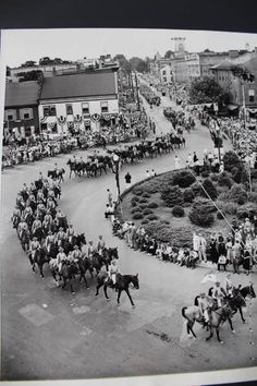 Parade through the square of Gettysburg during the 1938 reunion.