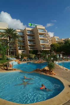 The Protur Floriana Resort Aparthotel is a lovely 3-star apartment hotel in Majorca. It is located in Cala Bona, Majorca, in the Son Floriana resort, which is a quiet area near Cala Bona port. Visitors can enjoy strolls along the promenade to Cala Millor and Sa Coma.