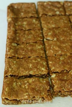 This Anzac slice recipe has all the yummy flavors of an Anzac biscuit but it is easier to make! Sweets Recipes, Dinner Recipes, Desserts, Top Recipes, Baking Recipes, Yummy Treats, Yummy Food, Vegan Treats, Delicious Recipes