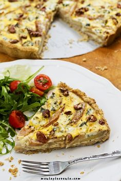 Tarta z gruszkami, serem pleśniowym i orzechami / Pear & Blue Cheese Tart Homemade Pastries, Appetisers, Appetizer Recipes, Quiche, Good Food, Food And Drink, Healthy Eating, French Toast, Baking