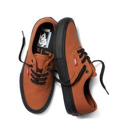 Vans – Dakota Roche Authentic Pro Colorway - All About Vans Shoes Fashion, Mens Vans Shoes, Vans Sneakers, Vans Men, Simple Shoes, Fresh Shoes, Casual Shoes, Men Casual, Tenis Vans Authentic