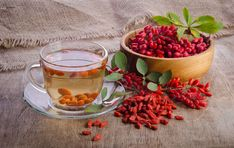 Go Organic with Goji Berries Healthy Recipe - Healthy Food Raw Diets Superfood, Raspberry, Tea Cups, Berries, Paleo, Remedies, Herbs, Organic, Beef