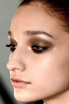 Lovin' this bronzy shadow. l Smashbox eyeshadow in Bronze http://us.strawberrynet.com/makeup/smashbox/eye-shadow---bronze--shimmer--52128/58542/?trackid=4465=Google+-+PF=CPLhrvmb1LQCFWrZQgodbz4A4Q