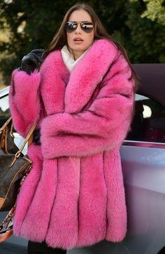 ・・・ 🛸💜Cosmic Kisses💜🛸 - Hi beauties happy Sunday funday! I hope everyone's having a wonderful laidback day! Fox Coat, Parka Coat, Long Fur Coat, Fur Fashion, Queen Fashion, Long Jackets, Fur Collars, Fox Fur, Fur Jacket
