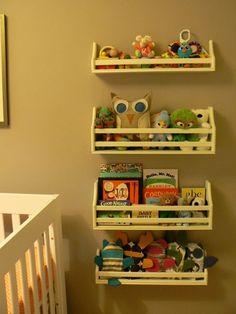 étagère à épice BEKVÄM pour ranger des livres. Parfait pour une chambre enfant.