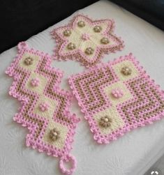 Set aside a weekend for these easy crafts to make and sell. These are the projects you need, if you want to start selling! Crochet Purses, Crochet Doilies, Crochet Flowers, Crochet Stitches, Baby Knitting Patterns, Crochet Patterns, Crafts To Make And Sell, Diy And Crafts, Crochet Table Mat