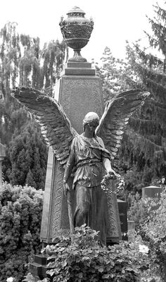 photo by Pierre the III Cemetery Angels, Cemetery Statues, Cemetery Art, Old Cemeteries, Graveyards, I Believe In Angels, Spiritus, Angels Among Us, Guardian Angels