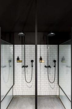 Neues Spa im Hauptsitz von - New Ideas Spa Shower, Luxury Shower, Gym Interior, Bathroom Interior Design, Public Shower, Gym Showers, Sport Studio, Luxury Gym, Toilette Design