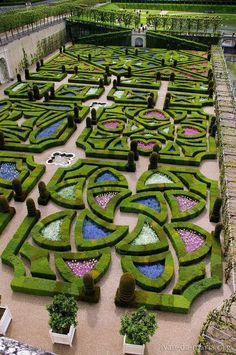 Château de Villandry @ France - Another! Formal Gardens, Outdoor Gardens, Amazing Gardens, Beautiful Gardens, Landscape Architecture, Landscape Design, Château De Villandry, Formal Garden Design, Topiary Garden