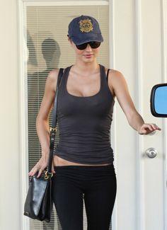 Miranda Kerr heading to the gym. No pain, no gain.