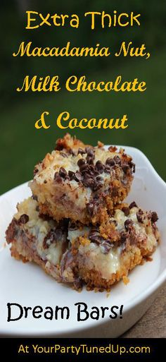 Extra Thick Macadamia Nut, Milk Chocolate and Coconut Dream Bars Just Desserts, Delicious Desserts, Yummy Food, Eat Dessert First, Dessert Bars, Dessert Table, Cookies Et Biscuits, Bar Cookies, Cookie Bars