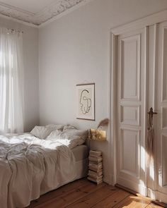 Home Interior Ideas bedroom inspo.Home Interior Ideas bedroom inspo Bedroom Inspo, Bedroom Decor, Bedroom Bed, Decor Room, Cozy Bedroom, Light Bedroom, Clean Bedroom, Bedroom Lighting, White Bedroom