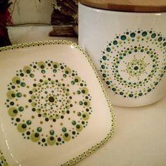 Mandala Painting, Dot Painting, Pottery Painting, Ceramic Painting, Sharpie Projects, St Patrick's Day Decorations, Mandala Rocks, Using Acrylic Paint, Dots Design