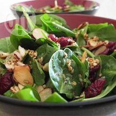 Cranberries geben dem Spinatsalat Farbe und Geschmack, Cranberry-Spinat-Salat @ de.allrecipes.com