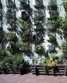 50+ Inspiring Ideas Vertical Vegetable Garden Designs http://bedewangdecor.com/50-inspiring-ideas-vertical-vegetable-garden-designs/