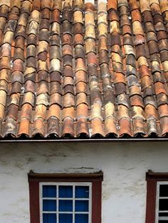 One of our favorite stops on the trip was the 17 th century colonial hill town of Ouro Preto. Ceramic Roof Tiles, Clay Tiles, Colonial Architecture, Architecture Design, Navity Scene, Spanish Tile Roof, Roofing Materials, Old Building, Rooftops