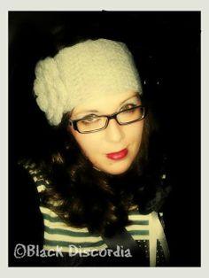 Black Discordia: Diadema con flor a crochet Fashion, Head Bands, Creativity, Moda, Fashion Styles, Fasion