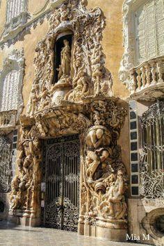 Interesting Buildings, Amazing Buildings, Architectural Features, Architectural Elements, Beautiful Architecture, Architecture Details, Valence, Ancient Buildings, Unique Doors
