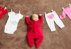 Awesome mom to be detail are offered on our internet site. Read more and you wont be sorry you did. Monthly Baby Photos, Newborn Baby Photos, Baby Poses, Newborn Pictures, Baby Boy Newborn, Baby Baby, Newborn Photography Poses, Newborn Baby Photography, Baby Kalender