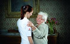 """Fotoshooting beim Dreh des TV-Spots zur Pflege und Betreuung vom Roten Kreuz """"Um ein Lächeln mehr."""" Anna und Zuzana."""