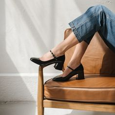 T Bar Shoes, Me Too Shoes, Black Leather Boots, Black Patent Leather, Thick Heels Pumps, Estilo Indie, Mary Jane Pumps, Black Mary Jane Heels, Heels Outfits