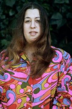 July Mama Cass Elliot dies of a heart attack at age 32 in a London apartment. Contrary to urban legend, her autopsy showed she did not die from chocking on a sandwich. Rock N Roll, Divas, Summer Of Love, Spring Summer, Music Icon, Hippie Bohemian, Flower Power, Memories, Actors