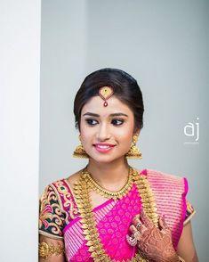 Braid with fresh jasmine flowers. Bridal Looks, Bridal Style, South Indian Bride, Kerala Bride, South Indian Bridal Jewellery, Indian Jewelry, Mexican Bridal Showers, Front Hair Styles, Hindu Bride