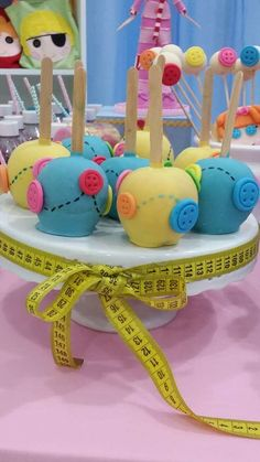 Candy apples at a LaLaloopsy birthday party! See more party ideas at… Baby Birthday, Birthday Party Themes, Candy Apples, Coraline, Party Planning, First Birthdays, Party Time, Party Ideas, Button