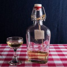 Havtorn snaps – Snapseklubben.dk Wine Decanter, Vodka, Barware, Drinks, Drinking, Beverages, Wine Carafe, Drink, Beverage
