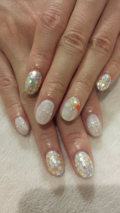 Pearly Glazed 3D Nails w: Milky Quartz Jewl Accented Nails. ..