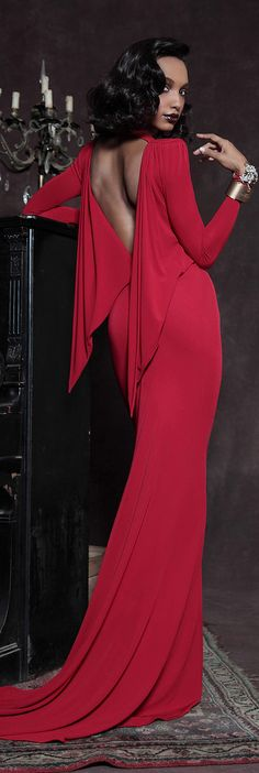 As the pre-fall 2013 collections roll out, we noticed designers are embracing an old school glamour with their collection. Red Fashion, High Fashion, Womens Fashion, Female Fashion, Fashion Styles, Fashion Models, Fashion Trends, Vestido Dress, Mode Glamour