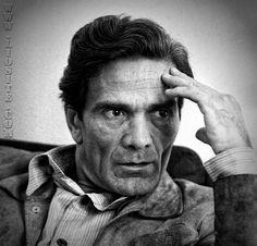 """Pier Paolo Pasolini – Alla mia nazione """"Non popolo arabo, non popolo balcanico, non popolo antico, ma nazione vivente, ma nazione europea [..]"""" Ascolto spesso queste parole, ci penso anche più sovente. Amo l'Italia con quell'amore struggente di chi la ha lasciata e tutto quello che vedo essendone lontana mi crea angoscia e sofferenza. Forse per questo motivo sento così mie queste parole."""