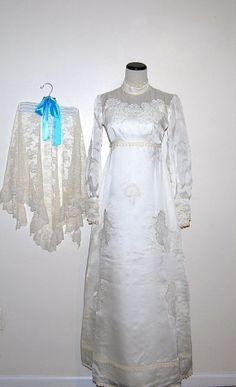 Vintage Wedding Gown 70s by CheekyVintageCloset on Etsy, $125.00