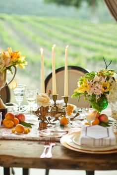 Dream table with tapers, urns and flowers! #sparklingeverafter