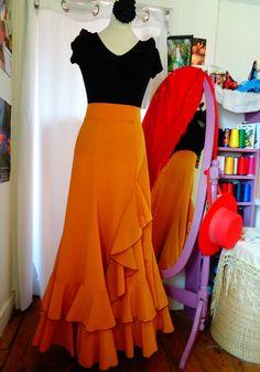 Faldas por Tiento Costume Flamenco, Flamenco Dresses, Style Haute Couture, Spanish Fashion, Costumes, Costume Ideas, No Frills, High Fashion, High Waisted Skirt