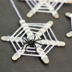 Cute Halloween spider craft for kids.