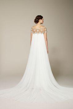 ROMANTICO.     ;) Browse hundreds of wedding dresses from Vera Wang, Jenny Packham, Oscar de la Renta, Pronovias, Bruce Oldfield and more (BridesMagazine.co.uk)