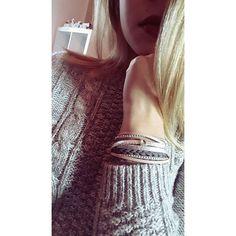 Ich will der Grund sein, wenn du lächelnd in dein Handy schaust, & gegen eine Laterne läufst! 📱  Preis: 20€ 🛍  #Armband #SwarovskiElements #silber #Sandrabormanndesign #glitzer #Schmuck #Leder #modern #schick #dezent #grau #rose #rosa #herz #Magnetverschluss #musthave #germany #beautiful #Schmuckstück #handmade #Armreif #picoftheday #cute #schmuckliebe #leatherbracelet #leather #bracelet