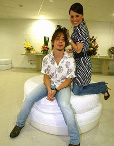 Sandy E Junior, Her Brother, Thalia, Pop Music, White Jeans, Glamour, Sprays, Singers, Bands