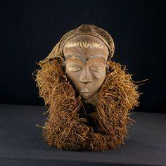 Nu in de #Catawiki veilingen: African Tribal PENDE MBUYA with wooden beard and straw. Democratic Republic Congo.