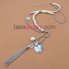 Elegant necklace with imitation pearl and decorated different pendant